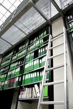 Cómo construir tu propia escalera con ruedas para una biblioteca