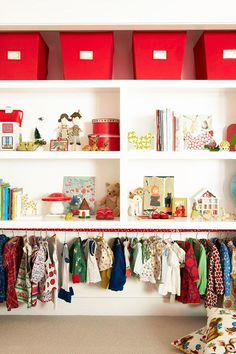 Inspiration and tips for creating a toddler friendly wardrobe | The Junior