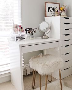 Small Vanity Ideas Small Room Ideas - Lilly is Love Bedroom Desk, Room Ideas Bedroom, Small Vanity, Small Bedroom Vanity, Stylish Bedroom, My New Room, Small Rooms, Room Inspiration, Vanity Ideas