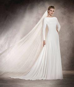 ANABEL - Vestido de novia silueta evasé, corte A y escote en barco | Pronovias