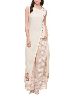 Check out what I found on the LimeRoad Shopping App! You'll love the White cotton sleeveless tunic with block print on the hem. See it here http://www.limeroad.com/products/9964740?utm_source=100323bdda&utm_medium=android