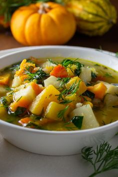 There's nothing like Fall soups to help ease the transition from summer. And a delicious, healthy root vegetable soup with barley is the perfect segue. Best Vegetable Soup Recipe, Low Carb Vegetable Soup, Lentil Vegetable Soup, Healthy Soup Recipes, Healthy Eats, Easy Recipes, Easy Meals, Root Vegetables, Healthy Vegetables