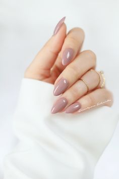 Unhas simples e lindas, unhas gelinho simples, unhas perfeitas, unhas bonitas, unhas Short Almond Shaped Nails, Almond Shape Nails, Short Almond Nails, Almond Gel Nails, Gel Nails Shape, Oval Shaped Nails, Almond Nail Art, Almond Nails Designs, Short Nails