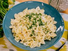 Food Network Recipes 29836416270316205 - Get Farfalle with Fresh Herbs and Goat Cheese Recipe from Food Network Source by tarafuscolane Goat Cheese Pasta, Goat Cheese Recipes, Pasta Dishes, Food Dishes, Main Dishes, Cheese Dishes, Rice Dishes, Fresco, Kitchen Recipes