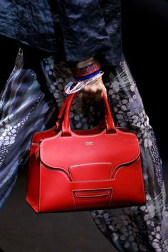 For some women, getting an authentic designer bag is not something to hurry straight into. As these hand bags can easily be so high priced, women typically agonize over their selections prior to making an actual bag purchase. Fashion Handbags, Tote Handbags, Fashion Bags, Ladies Handbags, Ladies Bags, Summer Handbags, Bags 2017, Popular Bags, Popular Handbags
