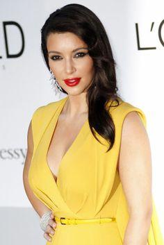 """Kim Kardashian: It-Girl goes Opera - Was ist eigentlich ein It-Girl? Laut Wikipedia trifft diese Bezeichnung auf junge Frauen zu, die durch stetige Medienpräsenz auffallen. Mit dem """"It"""" sind Sexappeal, Ausstrahlung und Auftreten gemeint. Die Amerikanerin Kim Kardashian, die Richard Lugner auf den Opernball begleitet, ist ein Prototyp des It-Girls. Mehr zur Person hier: http://www.nachrichten.at/nachrichten/meinung/menschen/Kim-Kardashian-It-Girl-goes-Opera;art111731,1317289 (Bild: dpa)"""