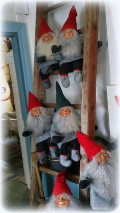 Olipa kerran koti: Tyynelän tontut Christmas Feeling, Christmas Gnome, Yule, Gnomes, Wonderful Time, Ladder Decor, Feelings, Home Decor, Decoration Home