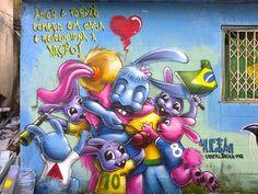 Graffiti: Karen Kueia.  Museu de graffiti à céu aberto - Tavares Bastos, RJ.