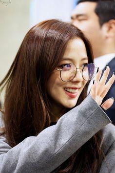 Yg Entertainment, South Korean Girls, Korean Girl Groups, Picture Icon, Jennie Lisa, Ji Soo, Fan Art, Blackpink Jisoo, Korean Singer