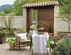 I LOVE courtyards. Maybe recreate on a smaller scale on a wide portico or terrace.