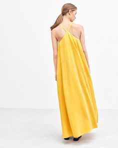 Our pleated maxi dress has a triangular shape with a flowing silhouette that begins at your shoulders and flares out over the body. Cut in a super-soft and luxurious fabric, this dress is perfect both for everyday and for summer parties.  <br><br> • Cut