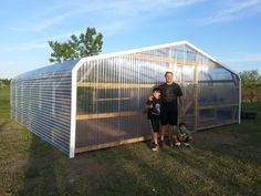 Greenhouse Pro's - Greenhouses for the hobby gardener and professional grower. Simple Greenhouse, Greenhouse Interiors, Backyard Greenhouse, Greenhouse Growing, Greenhouse Plans, Backyard Landscaping, Greenhouse Wedding, Plant Watering System, Greenhouse Supplies