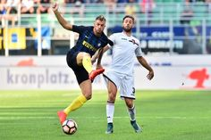 "Palermo's defender from Italy Andrea Rispoli (R) vies with Inter Milan's defender from Italy Davide Santon during Italian Serie A football match Inter Milan vs Palermo at ""San Siro"" Stadium in Milan on August 28, 2016. / AFP / GIUSEPPE CACACE"