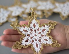 Crochet snowflakes oro bianco decorazione albero di natale ornamento di Natale decorazione a mano uncinetto bordo oro inverno matrimonio decori oro bianco