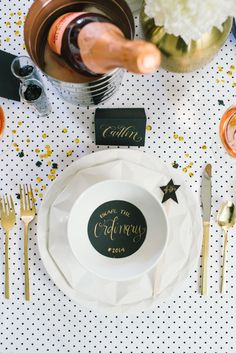 Gold flatware, black with gold escort cards, gold charger Gold, white and polka dot dinner table - Kate Spade New Years Eve New Years Dinner, New Years Eve Party, Nye Party, Party Time, Personal Present, Silvester Party, A Little Party, Birthday Dinners, Partys