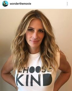 Hey do not look back keep on going on. Julia Roberts Blonde, Julia Roberts Style, Spring Hairstyles, Pretty Hairstyles, Armpit Length Hair, Sarah Jessica Parker Haare, Medium Hair Styles, Long Hair Styles, Great Hair