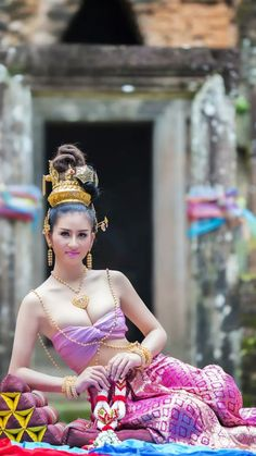 Traditional Thai Clothing, Traditional Dresses, Most Handsome Actors, Thai Dress, Saree Photoshoot, Cute Japanese Girl, Saree Models, Beauty Full Girl, Photography Women