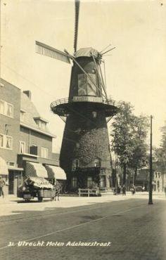 Gezicht op de molen Rijn en Zon  in de Adelaarstraat te Utrecht.1932-1940