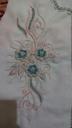 Bead Embroidery Tutorial, Bead Embroidery Patterns, Embroidery Suits Design, Hand Work Embroidery, Bead Embroidery Jewelry, Hand Embroidery Stitches, Hand Embroidery Designs, Floral Embroidery, Beaded Embroidery