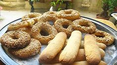 Maltese traditional biscuit with sesame seeds recipe : SBS Food Sesame Seeds Recipes, Fig Recipes, Beer Recipes, Cooking Recipes, Family Recipes, Yummy Recipes, Cake Recipes, Sesame Cookies, Easy Sugar Cookies