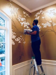 Gold Interior Paint Scarica Gold Painted Room Javedchaudhry per Home Design - Fiori Faidate Home Design, Wall Design, Design Design, Hand Painted Walls, Painted Wall Murals, Painted Fences, Tree Wall Murals, Painted Roses, Gold Interior