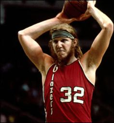 Young Bill Walton with a beard.  I am dying.