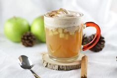 Hot apple punch with vanilla-cinnamon cream - Mary Loves - Warm soul warmer on cold autumn and winter days: Hot non-alcoholic apple punch with vanilla-cinnamo - Hot Chocolate Toppings, Crockpot Hot Chocolate, Chocolate Sticks, Hot Chocolate Cookies, Homemade Hot Chocolate, Hot Chocolate Recipes, Christmas Hot Chocolate, Frozen Hot Chocolate, Mexican Hot Chocolate