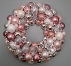 Christmas Wreath, Pink ornament. I want to make this!
