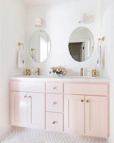The Good, the Bad and Painted Bathroom Vanity - beterhome Girls bathroom Bathroom Kids, Modern Bathroom, Small Bathroom, Girl Bathroom Ideas, Pink Bathroom Decor, Blush Bathroom, Bathroom Inspo, Bathroom Designs, Master Bathroom