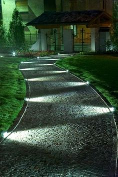 allées de jardin, une allée avec éclairage