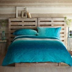 wood pallet headboard | Inexpensive Pallet Headboards for Your Bed | Pallet Furniture Plans