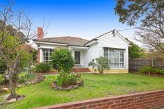 Hodges Real Estate 34 Robert Street Parkdale.  Pretty as a picture with potential plus.  SOLD on 20/09/14 for $595,000.
