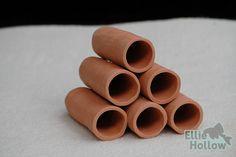 Round red / terracotta breeding cave / legholen voor lnummers
