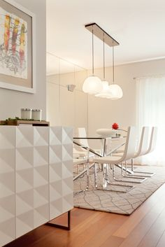 SHADOWS OF WHITE // Interior Design by @tiagopatriciorodrigues & @puracal // www.puracal.pt // www.tiagopatriciorodrigues.com // #puracal #interiordesign #puracal #tiagopatriciorodrigues #lisboa #lisbon #portugal #furnituredesign #ferreiradesarugs #calligaris #mirror #pedrosoeosorio #interiors #luxuryhomes #vistaalgre #decoraçao #details #instadecor