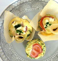 Eiermuffins eignen sich nicht nur fürs Frühstück oder Abendessen! Sie lassen sich hervorragend als Snack mitnehmen und eignen sich als Mittagessen im Büro.