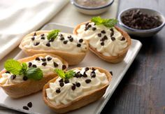 The competition for the best cannoli in New England is never ending…but what about in the form of a taco? Deep fried and filled with the creamy goodness that you know and love, these Cannoli Mini Taco Boats™ will impress friends at your next get-together. Mini Dessert Cups, Mini Desserts, Cookie Desserts, Delicious Desserts, Yummy Food, Mini Tacos, Mexican Food Recipes, Dessert Recipes, Taco Dessert