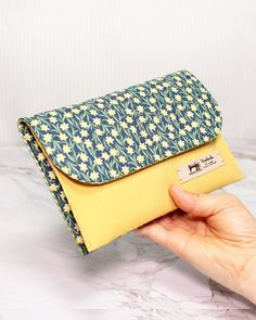 Diy Handbag, Diy Purse, Diy Bag Designs, Diy Bags Patterns, Wallet Sewing Pattern, Diy Bags Purses, Small Sewing Projects, Patchwork Bags, Sewing Basics