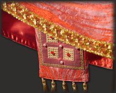 Casula rossa: la stola sacerdotale