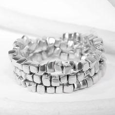 Fait d'aluminium recyclé. Bijou de fantaisie artisanal, fait à la main. Circonférence ajustable. Importation d'Espagne. Exclusivité de Bijoux L'inédit.