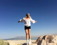 Yasmina Rossi reveals her secrets to a youthful glow. Grey Brown Hair, Grey Blonde, Over 50 Womens Fashion, Big Fashion, Fashion Models, Fashion Trends, The Bachelorette Australia, Yasmina Rossi, Beautiful Women Over 50
