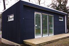 Minihus fra Enkelrum kan leveres helt komplett med bad og kjøkkenog løftes på plass. Du kan flytte rett inn!