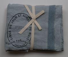 pellavatyyny pitsireunuksella ja printillä, aqua (vedenvihreä) . 65x65cm . out of stock