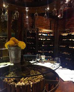 Da série memórias de viagem  hj à noite pede um bom vinho pra relaxar  Snap: Decoredecor Place: Mendoza Azafrán Restaurant.  ARCHITECTURE | TRAVEL | WINE