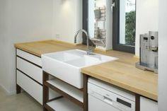 Nussbaum Küche - Tiefe Arbeitsfläche und große Spüle - Arbeitsfläche = Fensterbrett