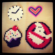 Nagyon ötletes óra, szív, cupcake, és Szellemirtók jel! :)   Meglepnél velük valakit? Rendelj hozzá díszdobozos gyöngyöket! http://on.fb.me/1cc0O7O