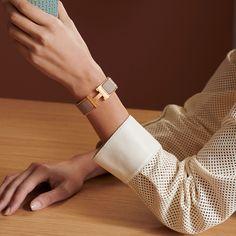 Elegant Hermes Clic Clac H bracelet. Bracelet Hermès, Bracelets, Hermes Leather Bracelet, Hermes Online, Tie And Pocket Square, Small Leather Goods, Enamel Jewelry, Luxury Gifts, Luxury Jewelry
