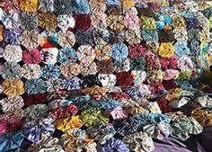 yo-yo quilt from Plus 2.4 (U.K.) from scraps. Gorgeous! Good job ...