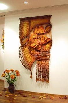 Obra >> Jolanta Surma >> Jolanta Surma. Macramé Weaving Projects, Macrame Projects, Weaving Art, Loom Weaving, Tapestry Weaving, Macrame Wall Hanging Patterns, Macrame Patterns, Woven Wall Hanging, Textile Sculpture