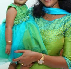 Mom Daughter Matching Outfits, Mommy Daughter Dresses, Mom And Baby Dresses, Mother Daughter Fashion, Girls Dresses, Kids Dress Wear, Churidar Designs, Baby Dress Design, Kids Lehenga