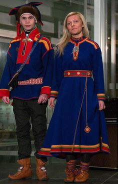 Catwalk, fashion and costumes from Sápmi Costumes Around The World, Lappland, Folk Costume, World Cultures, People Around The World, Scandinavian Style, Traditional Dresses, Ukraine, Norway